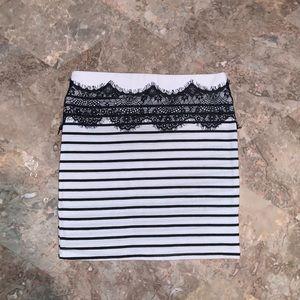Black & white mini skirt 🤍